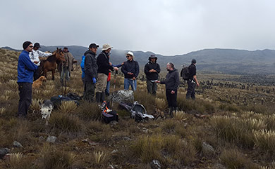 Group of people standing in a paramo